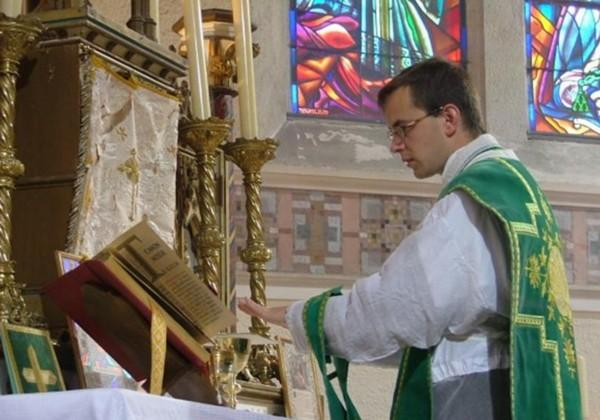 The first parish Priest of the FSSP in Quebec City, Fr. Guillaume Loddé.